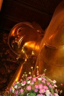 reclining golden buddha